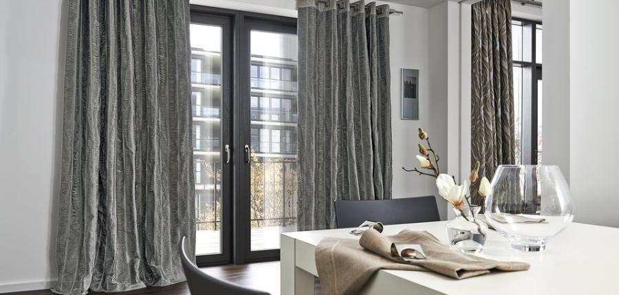 raumwelt wir gestalten wohnr ume gardinen und dekostoffe. Black Bedroom Furniture Sets. Home Design Ideas